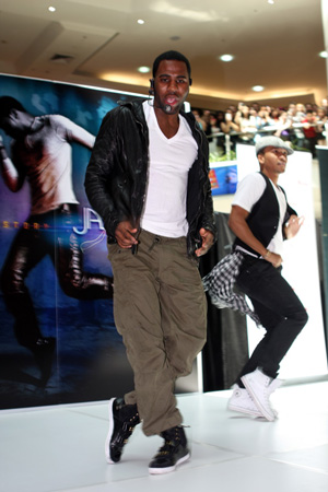 Jason Derulo in his natural habitat: Parramatta Westfield
